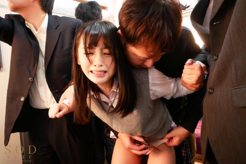 【小倉由菜 満員電車で通学中の美少女女子○生を征服痴●】サンプル画像6