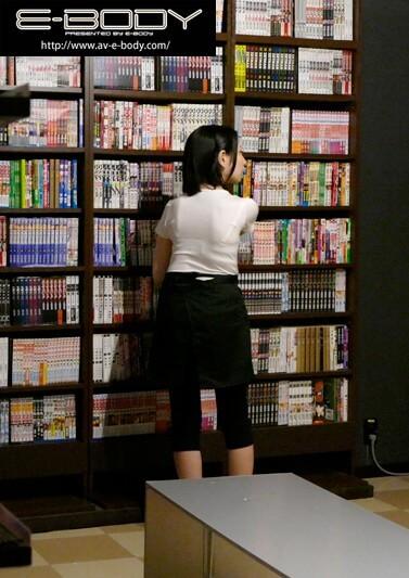 【超美巨乳なネットカフェ店員をお店の中でハメまくったAV ゆい】サンプル画像4