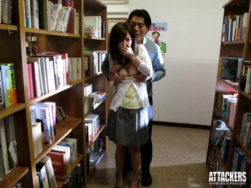 【痴●図書館 こんな所で…なのに、なのに私ったら…! かすみ果穂】サンプル画像2